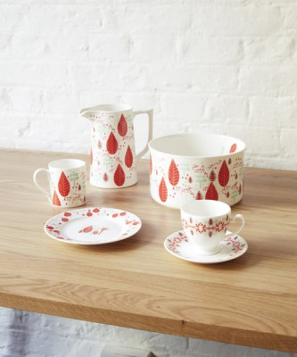 Spring-bone-china-collection-by-Donna-Wilson-SCP_red-and-mint-333x400
